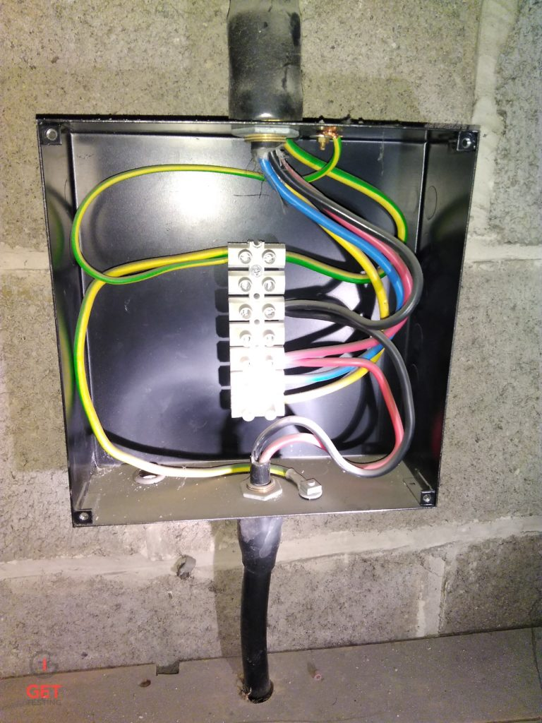 Enclosure not fixed to wall